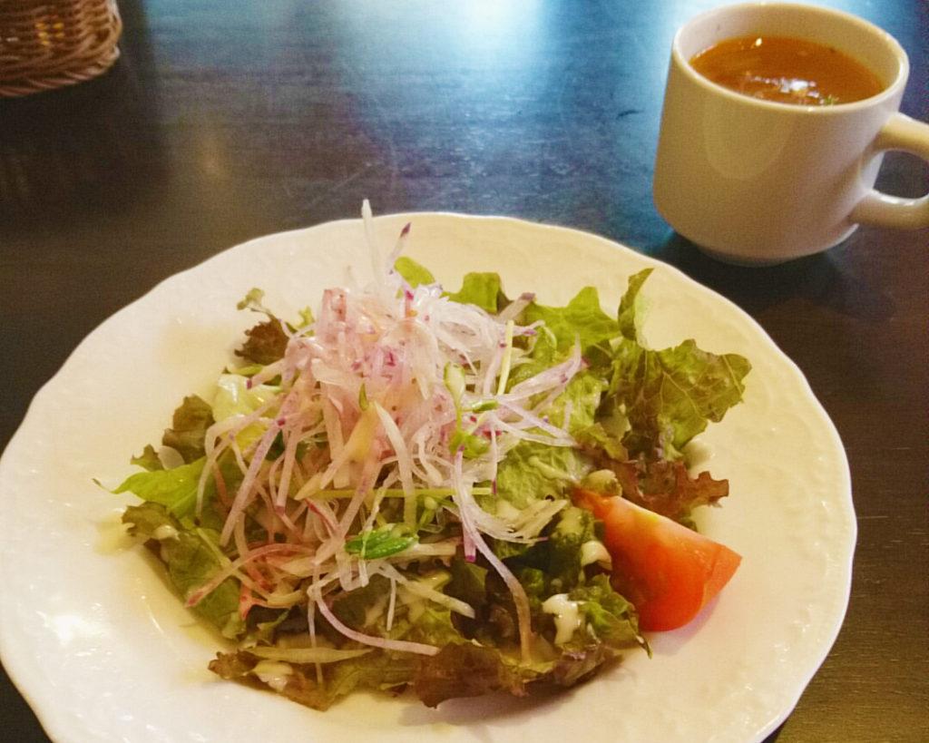 赤羽TERA TERAのランチのサラダとスープ