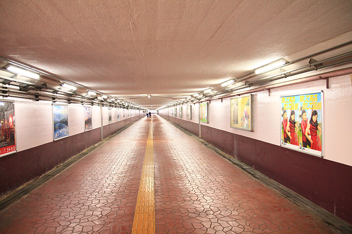尾久駅そばの上中里へ通じる地下道