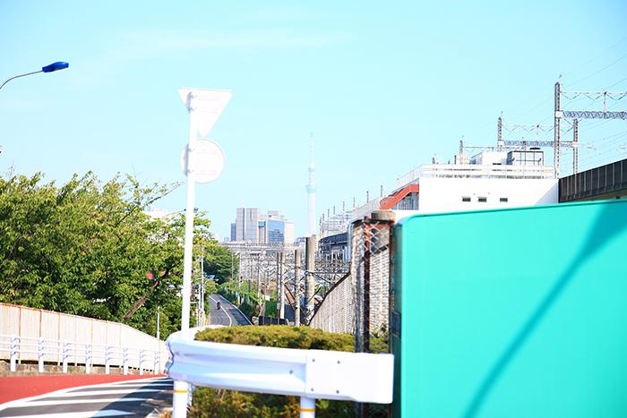 上中里駅へ向かう坂道