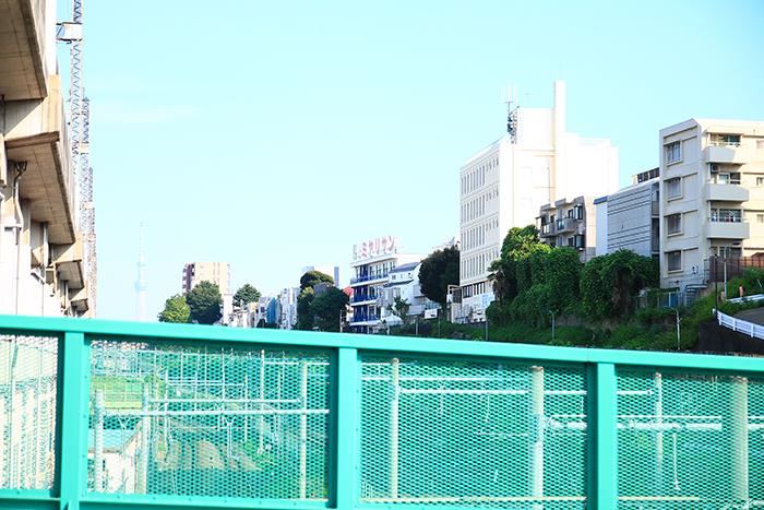 上中里駅へ向かう陸橋