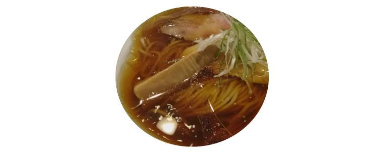 山雄亭の醤油ラーメンに入っているタケノコ