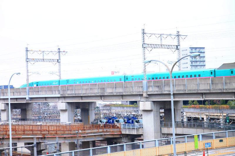 田端駅から見た新幹線