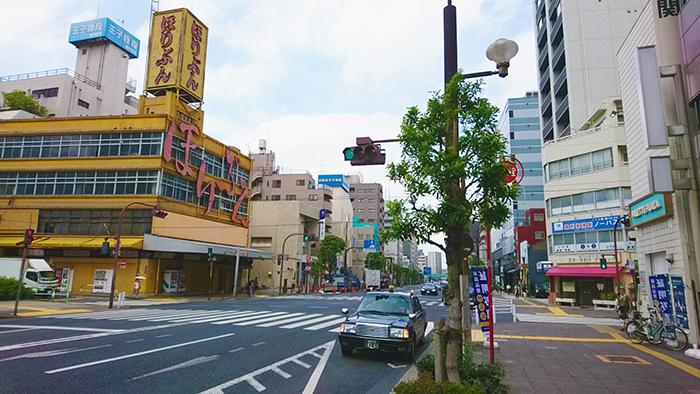 王子駅からかいらくへの道