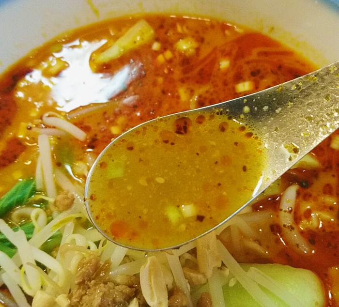 十条の大吉飯店の担々麺のスープ