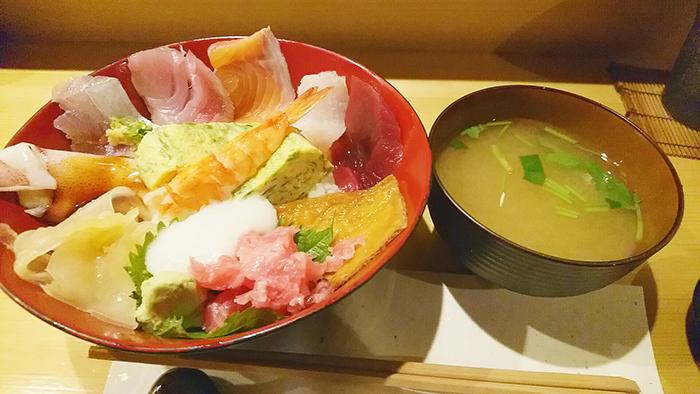 赤羽ランチで食べた寿司こまさの大漁ちらしランチ