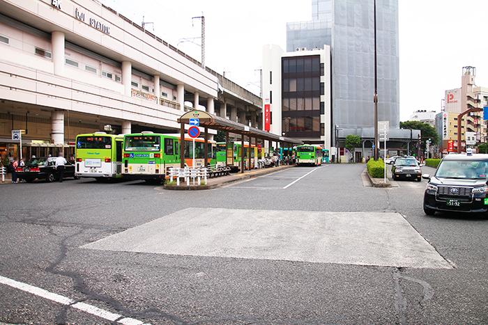JR王子駅前のバスターミナル