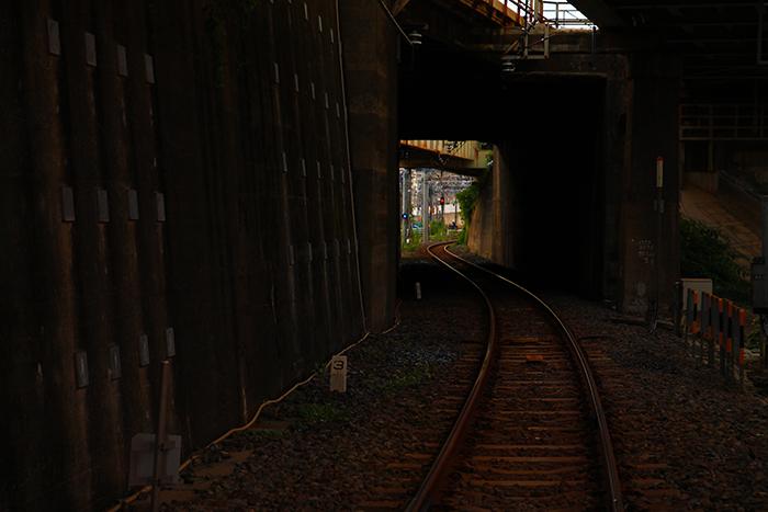 田端の踏切から見た線路