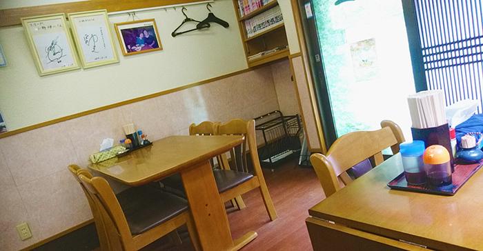赤羽西口の竹山食堂の店内