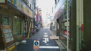 ララガーデンから旬ダイニング鶴田への道