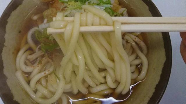 子駅立ち食いそばのゲソ天うどんの麺