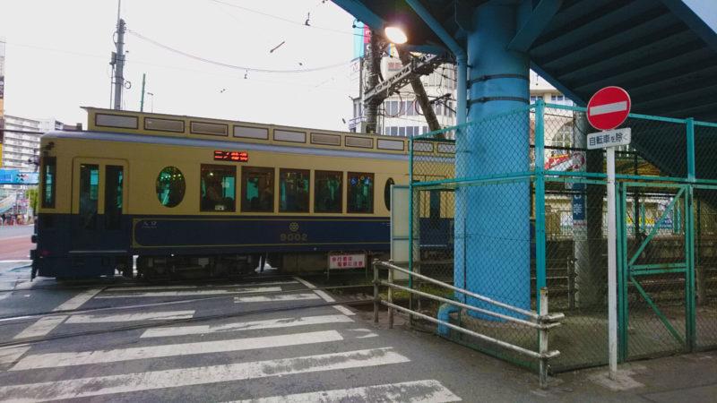 王子駅を走る都電さくらトラム