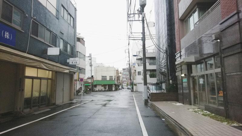 天ぷら屋にしおかさんを背にして左側にある北本通り