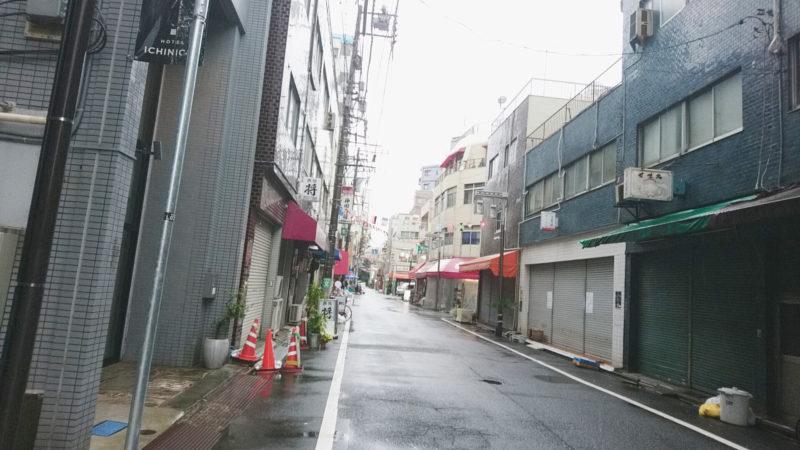 赤羽天ぷらのにしおかさんを背にして右側にある種屋