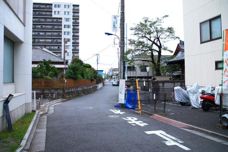 赤羽岩淵駅の左の道