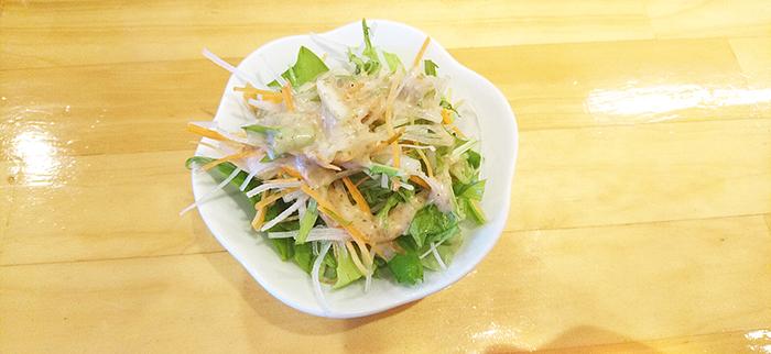 赤羽天ぷらの愛喜楽のランチに出てくるミニサラダ