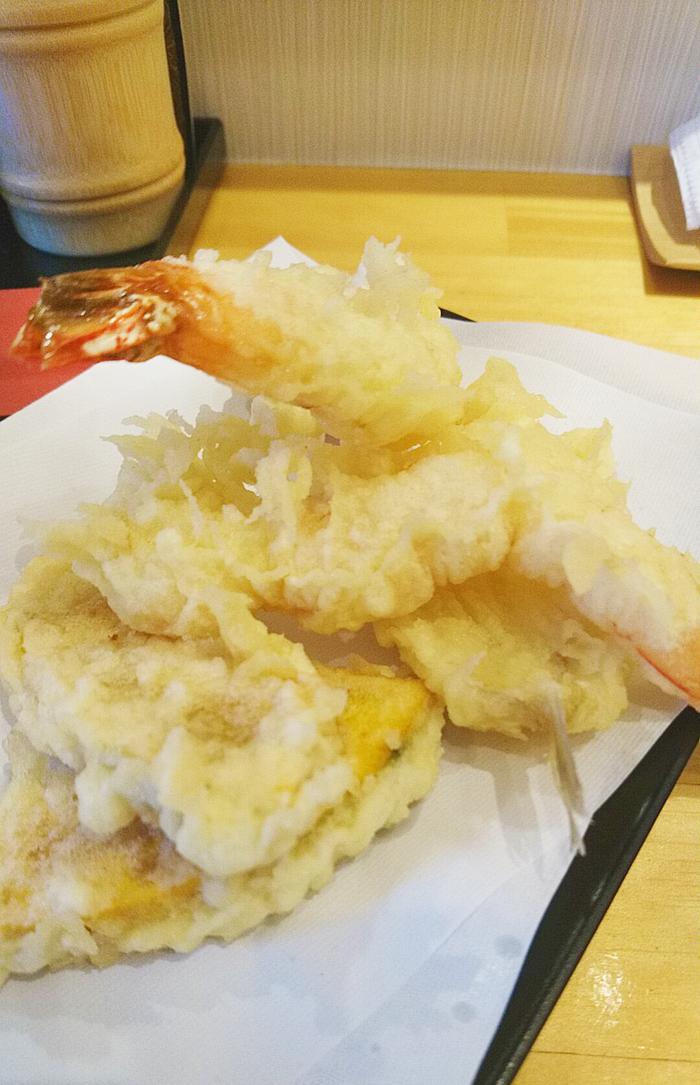 赤羽天ぷらの愛喜楽の揚げたての天ぷら