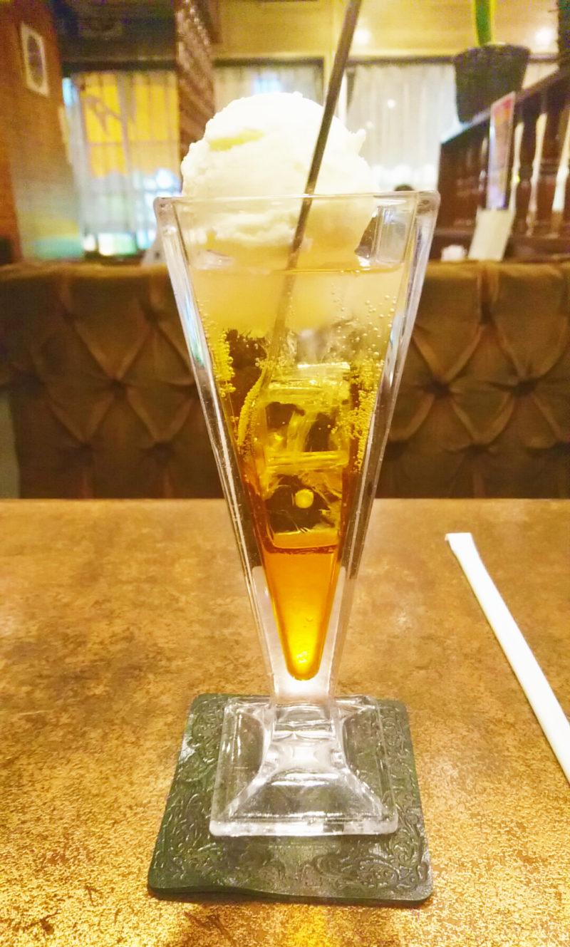 純喫茶デアのオレンジフロート