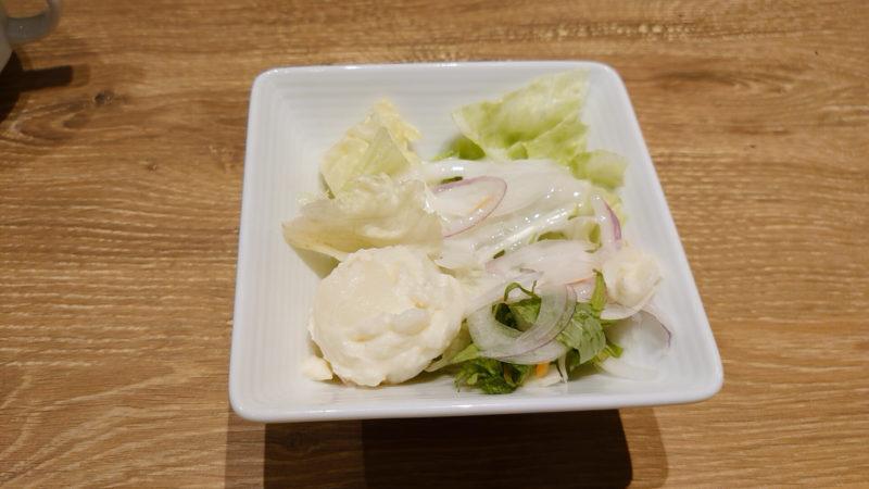 神田の肉バルRUMP CAP 赤羽店のサラダ