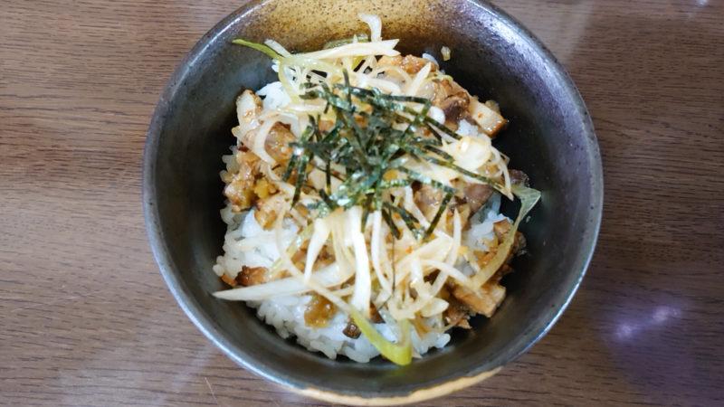 東京とんこつ王子ラーメンのとんこつラーメン ミニチャーシュー丼
