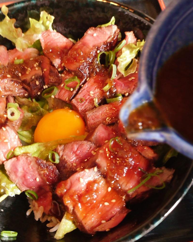 とりこランチ 黒毛和牛レアステーキ丼