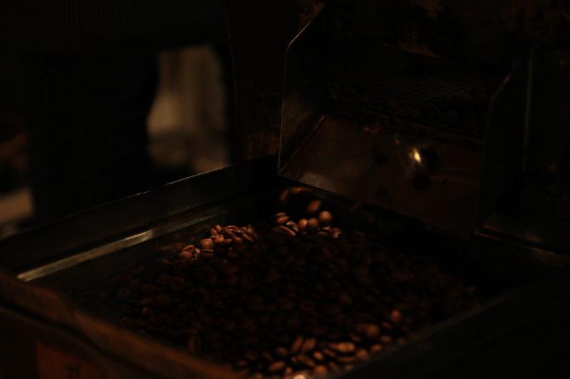 出来立てのコーヒー豆