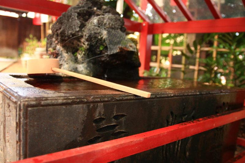 王子稲荷神社 手水桶