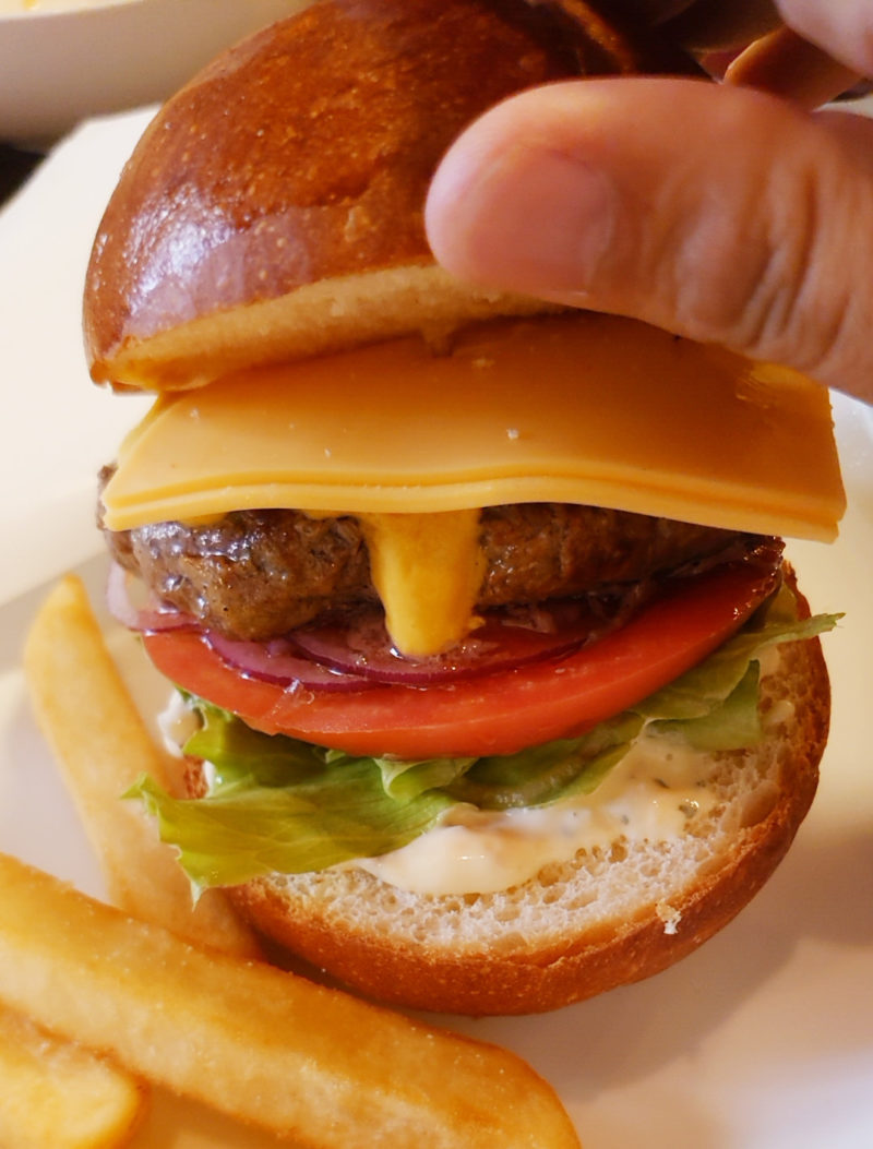 十条レザングリル Beef 100% ハンバーガー
