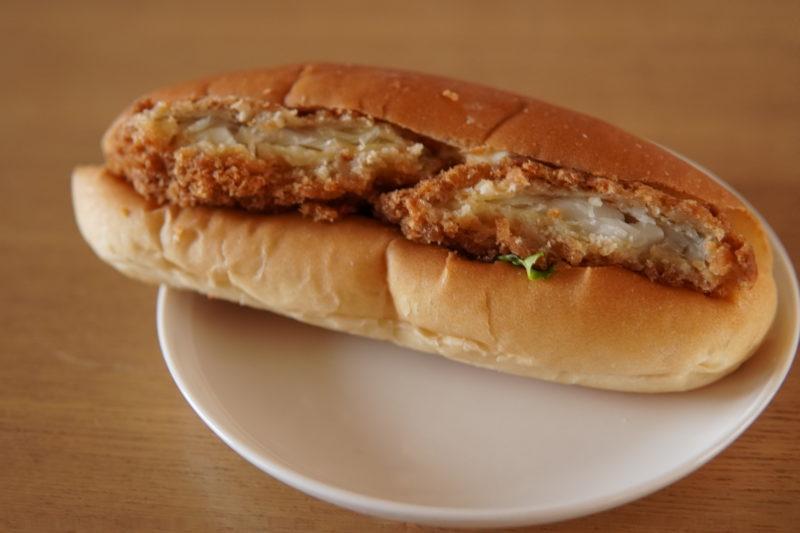 ベーカリーモグモグ 白身魚のパン