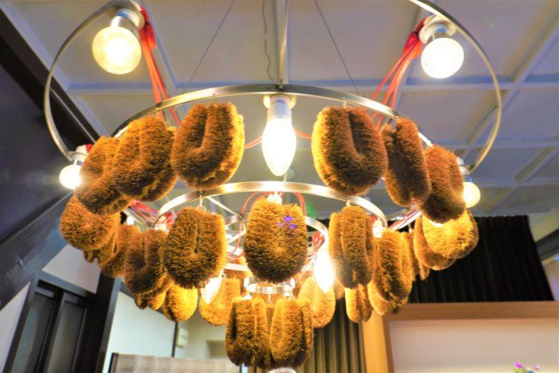 亀の子束子 西尾商店 束子のシャンデリア
