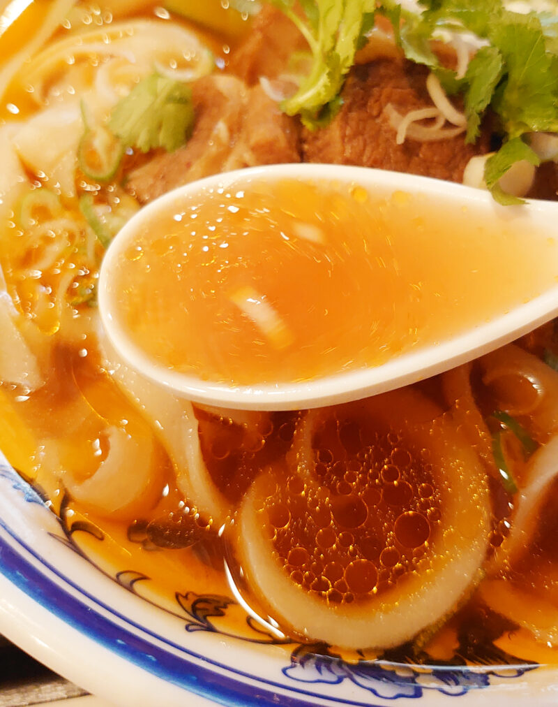 チャーボン多福楼十条店の牛バラ刀削麺