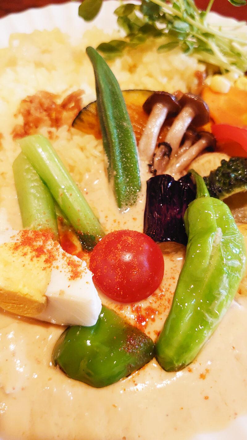 ユマ・ミーナのたっぷり野菜&二色カレー